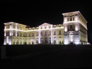 Palais du Pharo la nuit