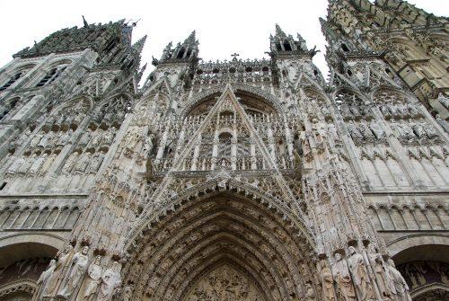 LA cathédrale gothique de Rouen parvis